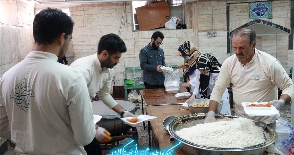 گزارش تصویری  خدمت رسانی فرهنگی، دندانپزشکی، پزشکی، مامایی ،چشم پزشکی و پخت ۵۰۰غذا  توسط  گروه جهادی روح الله با همکاری گروه جهادی منتظران ظهور و جمعیت امام حسن(ع) در محله هرندی برگزار شد.