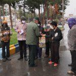 توزیع بسته های غذایی در قالب بن خرید بین کارگران روزمزدی در استان خراسان جنوبی