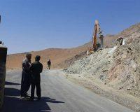 تعمیر جاده دسترسی روستاهای دورود توسط گروههای جهادی