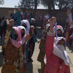 توزیع ماسک در میان دانش آموزان زابل و زاهدان