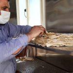 اقدام یک گروه جهادی در تهیه نان زلزلهزدگان سیسخت